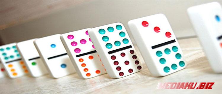 Kenali Ciri Bandar Domino Terbaik yang Menguntungkan Pemain